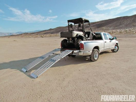 129-1305-02+2012-yamaha-rhino-700-fi-auto-4x4-sport-edition-part-1+using-utv-ramps